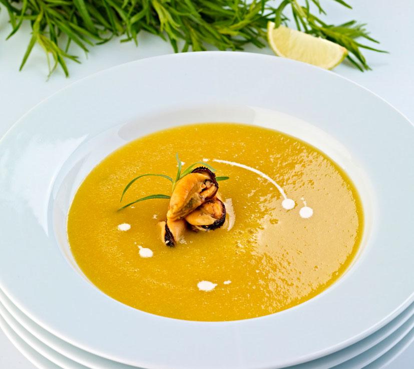 emplatar sopa de marisco mejillones