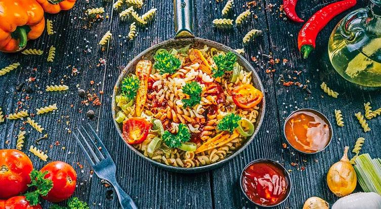 receta pasta tomate y verduras comer oficina