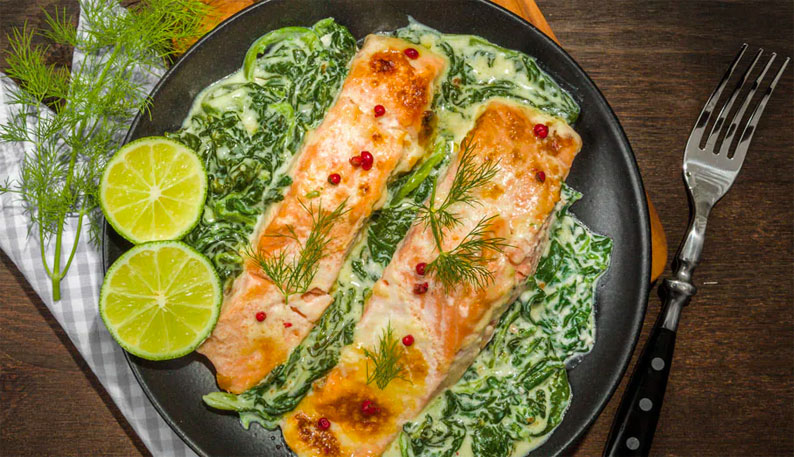 receta salmon al vapor con espinacas y salsa mostaza